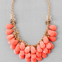 TEARDROP NECKLACE IN CORAL