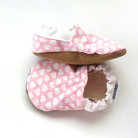 heart baby shoes valentines day girl shoes toddler girl shoes heart booties pink valentines booties pink and white toddler heart slippers