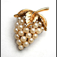 Vintaage Crown Trifari Pearl grape cluster Brooch