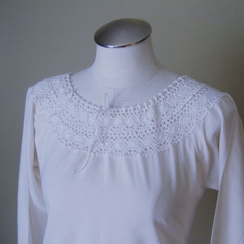 vintage Hippie Shirt / Peasant Top / Festival Shirt / Crochet Top / Gypsy / Boho Clothing / Mexican Blouse / Crochet Lace Trim / Cream