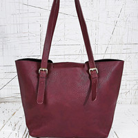 Deena & Ozzy Basic Shoulder Bag in Burgundy - Urban Outfitters