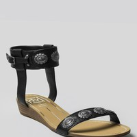 FINNLEY CONCHO SANDAL - BLACK