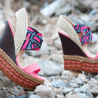 Shoes 4U Las Vegas - High Fashion, Chic, Fabulous, Fashionista, Flats & Sneakers, Boots, Flats, Sneakers, Heels, Wedges, Sandals, accessories, chains, necklaces, rings at a affordable price.