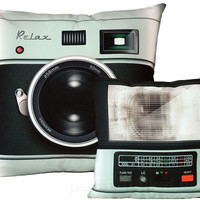 RETRO CAMERA + FLASH PILLOW SET