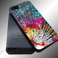 Broken Rupture Damage Cracked Out - iPhone 4/4s/5c/5s/5 Case - Samsung Galaxy S3/S4 Case iPod 4/5 Case - Black or White