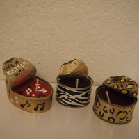 Set 3 Candles made with hand-painted cans. Pack de 3 Velas hechas con latas pintadas a mano.