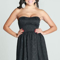 Black Sleeveless Sweetheart Mini Dress w/ Jacquard Print #lbd #chic #sweetheart