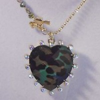 fashion GREEN HEART IN GOLD CHAIN necklace