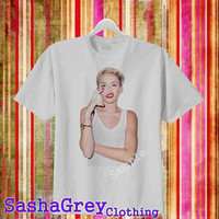 miley cyrus smoke Ash Grey _ T-Shirt Men's Size S - 3XL Design By : sashagreystore