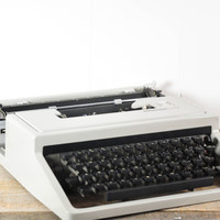 Vintage Olivetti Dora Typewriter with Case // Manual Portable Working