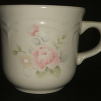 Pfaltzgraff Stoneware Cup USA Pink Tea Rose Blossom Floral Pattern Flower Blooming Scalloped Edge Design Coffee Mug Teacup
