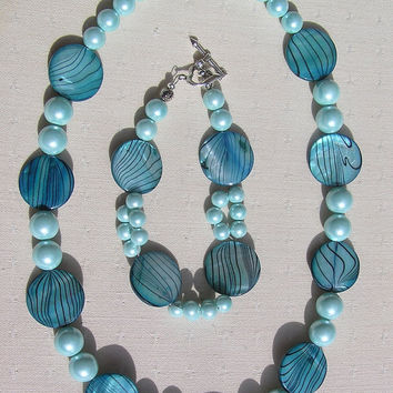 "Necklace & Bracelet Set - Mother of Pearl and Shell Pearl - ""Turquoise Fantasia"""