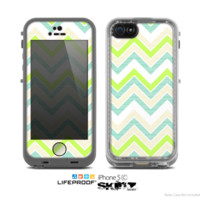 The Vibrant Green Vintage Chevron Pattern Skin for the Apple iPhone 5c LifeProof Case