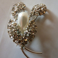 Vintage rhinestone and pearl bouquet flower spray pattern brooch pin costume jewelry wedding