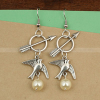 Mockingjay and Katniss arrow earrings The Hunger by luckyvicky