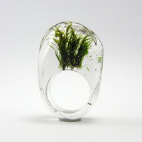 Clear resin ring with green moss by sisicata on Etsy