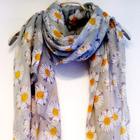White Daisy Grey Scarf