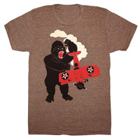 Gorilla vs Bi-Plane - Unisex Mens T-Shirt Tee Shirt Awesome King Kong Geek SciFi New York Monster Red Vintage Airplane Retro Coffee Tshirt