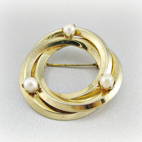 Vintage Gold Circle Brooch Pin, Cultured Pearl Brooch, Eternity Circle Pin, 1940s Costume Jewelry, Antique Wedding Bridal Jewelry