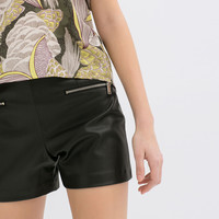 FAUX LEATHER SHORTS WITH ZIPS