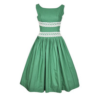 VINTAGE 1960s GREEN SUMMER DRESS W PINTUCKED BODICE &amp; LACE TRIM
