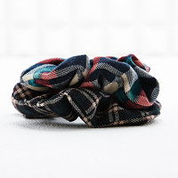 Hair Scrunchie in Tartan - Urban Outfitters
