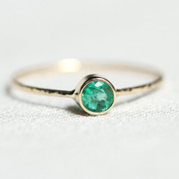Emerald on a Solid 14k Gold Sparkling Thread of White or Yellow Gold - Hammered Stacking Ring with Faceted 4mm Emerald - Delicate Jewelry