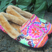 Cozy Moccasin Style Womens Slippers Ethnic Hmong Embroidery With Plush Lining