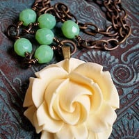 Cottage Green Rose Necklace | Luulla