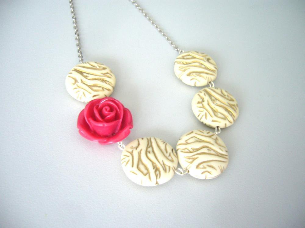 Rose And Beige Necklace | Luulla