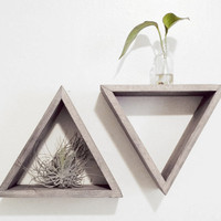Set of 2 Triangle shelves Barnwood grey Floating by Junglai