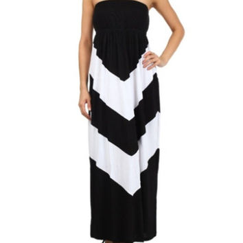 In Style Black/White Halter Maxi Dress