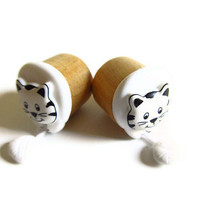 Wood Ear Plugs  5/8 inch 16mm Kitty and yarn by PinkCupcakeJC