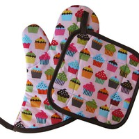 Handmade Oven Mitt and Pot Holder Set: Pink Cupcakes