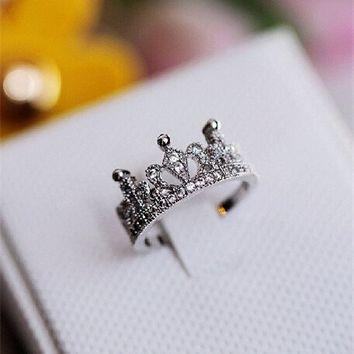 Rhodium Plated Lovely Crown Shape White CZ Silver Ring 061788J