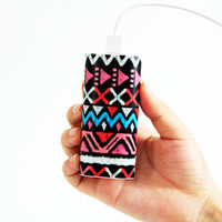 Unique Ethnic Stripes Power Bank Charger for iPhone and Samsung - Default Title