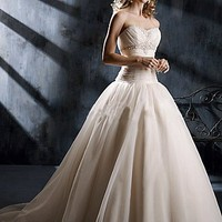 Buy discount Elegant Exquisite Organza Sweetheart Neck  Wedding Dress at dressilyme.com