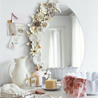 Un miroir bord? de fleurs en carton - Marie Claire Id?es
