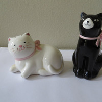 Vintage Kitty Cat Salt and Pepper Shakers UOGC Taiwan Souvenir