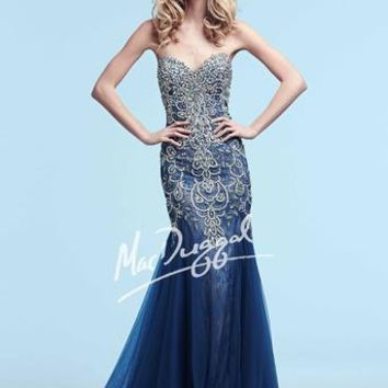 This strapless sweetheart neckline dress is completely decorated with brilliant stones and sequins.