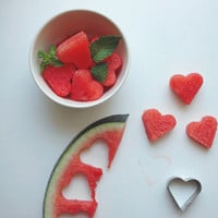 Heart shaped watermelon in Recipes for babies, children and adults parties, such as birthdays, celebrations, anniversaries or dinners
