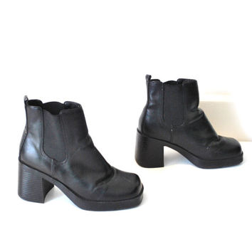 size 7.5 platform chelsea boots / black 80s club kid chunky platforms ankle booties
