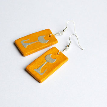 Warm yellow earrings. Cat earrings. Earrings with gray cat silhouette. Yellow and gray. Sunny yellow dangle errings. Simple earrings.