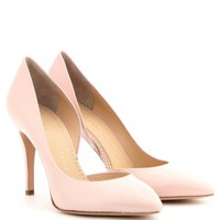 The Lady is a Vamp patent-leather pumps