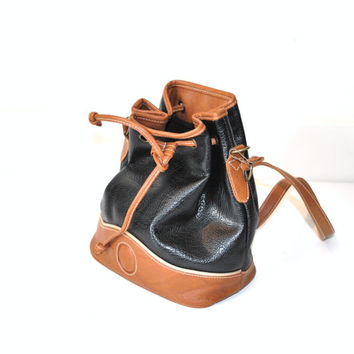 80s leather bucket bag / MINIMALIST two tone black and tan all weather drawstring tote