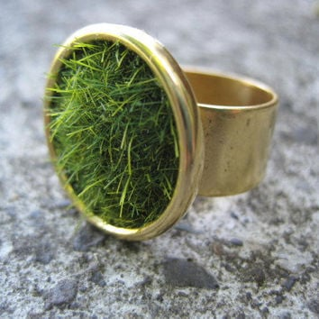 $24.00 Lush Green Grass Round Gold Ring Wide by SeahagAndWalrus on Etsy