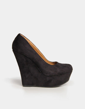Suede Wedge Pumps in Black
