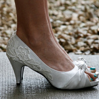 Ivory Bridal Shoes With Venise Lace Applique. Size 10