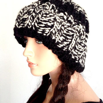 Knitted winter Beanie in Black and White