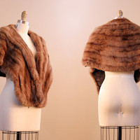 1950s fur stole / brown vintage fur wrap or capelet / womens vintage